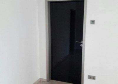 Porte intérieure cadre aluminium - Battant laque haut brillant noir - INGELDORF - LUXEMBOURG