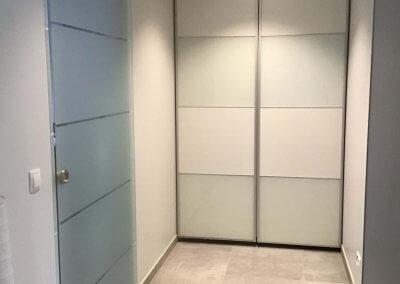 Porte en verre opaque coulissante sur mur - BASCHARAGE - LUXEMBOURG