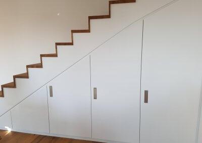 Aménagement placard sous escalier