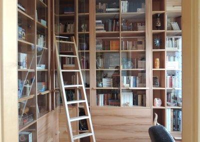 Bibliothèque hêtre à cour avec échelle - COLLECTION MILLA - Strasbourg