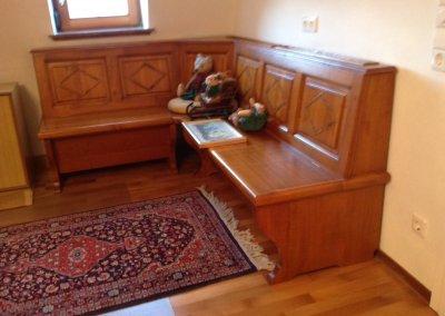 Banc d'angle de style avec coffre sous assise
