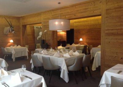 Boiserie restaurant en sapin massif