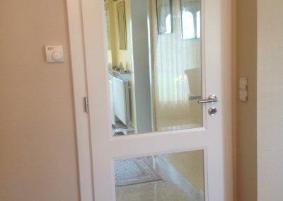 Porte d'intérieur bois massif laqué blanc, verre biseauté