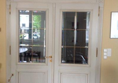Double porte vitrée de style, croisillons laiton et verre biseauté
