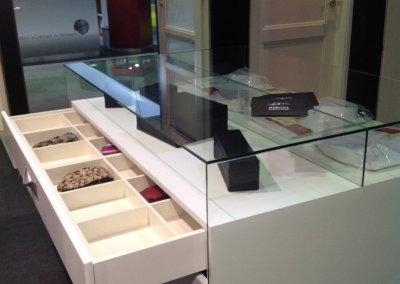 Détail tiroir intérieur avec compartiments